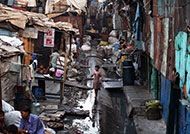 An image of a street in the slum area of Mumbai